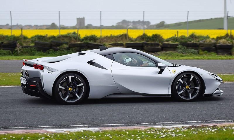 Ferrari SF90 Stradale turns heads!